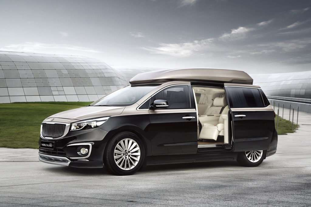 This Kia Carnival Limousine Is One Epic Golf-Course Commute For The Wealthy! 2